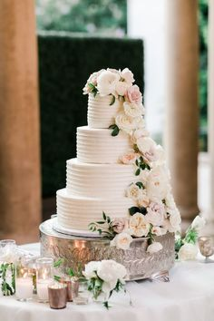 four tiered ivory wedding cake with neutral florals cakes table Top 15 Gorgeous Neutral Wedding Cakes that WOW - EmmaLovesWeddings Ivory Wedding Cake, Pretty Wedding Cakes, Fall Wedding Cakes, Elegant Wedding Cakes, Whimsical Wedding, Wedding Cake Designs, Wedding Cake Flowers, Floral Wedding Cakes, Elegant Cakes