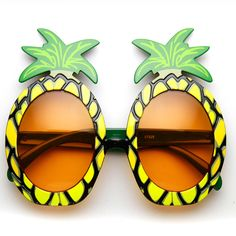 If you like Pina Coladas and getting caught in the rain or you just need some awesome party favor sunglasses then you are in luck! These luau inspired pineapple sunglasses are reminiscent of umbrella Laua Party Ideas, 60th Birthday Party, 13th Birthday, Birthday Ideas, Luau Party, Tiki Party, Fruit Party, Luau Outfits, Pineapple Yellow