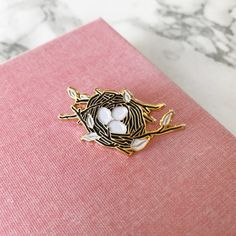 Custom Lapel Pin Brooches Beautiful Peace Butterfly Banquet Badge Pins Trendy Accessory Jacket T-Shirt Bag Hat Shoe