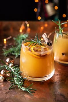 This Cinnamon Bourbon Old Fashioned with Brûléed Oranges is the perfect cozy cocktail for these cold November and December nights.your new holiday go-to! Winter Cocktails, Christmas Cocktails, Holiday Cocktails, Cocktail Drinks, Fun Drinks, Yummy Drinks, Cocktail Recipes, Beverages, Thanksgiving Cocktails