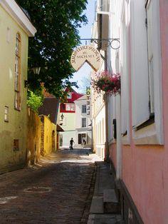 Narrow street scene.  Tallinn, ESTONIA (by © annelivia / piia anneli   via allthingseurope)
