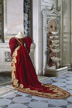Russian court dress. Ceremonial dress to the Russian Imperial Court. 1830s. #Russia #history #court_dress