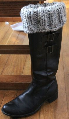 Simple boot toppers - Create-Play-Homeschool. Free pattern Super bulky yarn on size 13's. can just rib knit the whole thing.