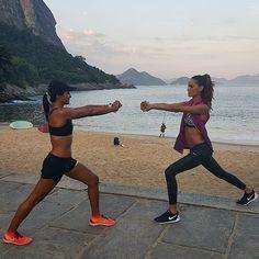 Warming with up with the best coach @fernandakelleroficial !! Aquecendo com a melhor treinadora @fernandakelleroficial !! #rio #corrafree #nrc #nikecorrerio #running #bodybyiza @nikerio