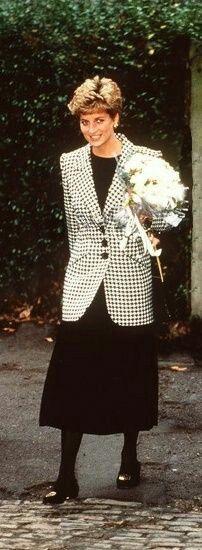 January 28, 1993: Diana, Princess Of Wales, At Homeless Centre Bloomsbury London Diana Princess Of Wales At Homeless Centre Bloomsbury, London.