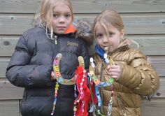Workshop/kinderfeestje hoefijzer pimpen.  Bij dit feestje ga je een hoefijzer versieren met glitters, steentjes en lintjes. Wil je er helemaal ee...