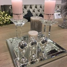 Candles Coffee Table Styling, Decorating Coffee Tables, Decoration Table, Tray Decor, Decoracion Habitacion Ideas, Glamour Decor, Table Decor Living Room, Luxury Dining Room, Fancy Houses