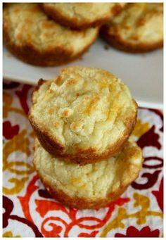 Serve up these low carb cheese crackers that are keto friendly. EASY and delicious, keto cheese crackers to satisfy your cravings. Keto Foods, Ketogenic Recipes, Keto Snacks, Low Carb Recipes, Cooking Recipes, Diabetic Recipes, Healthy Snacks, Keto Biscuits, Drop Biscuits