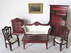 Farve: Mahogni Sofa: 14,5 cm lang / 4,5 cm dyb / 8 cm høj