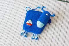 Синяя корова (Blue cow) Бычок Валяный из шерсти магнит на холодильник. Magnet.