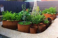 pot à fleurs en acier corten pour décorer le jardin