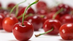 The MS Diet - This is a list of foods to avoid (as well as alternatives) and foods to enjoy! The body reacts negatively towards certain food particles. We all need to find the ms diet that works for our unique bodies. Cherry Salsa, Cherry Fruit, Fresh Fruit, Cherry Red, Eat Fruit, Health Benefits Of Cherries, Cherry Smoothie, Savarin, Cherry Recipes