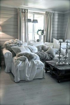 Presents for you the best designs about shabby-chic living room ideas; farmhouse style, rustic, simple, romantic, etc. Shabby Chic Living Room, Cozy Living Rooms, Living Room Grey, Apartment Living, Home And Living, Simple Living, Grey Room, Decor Room, Living Room Decor