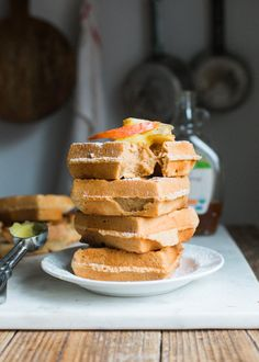 Delicious Apple Cider Waffles with a touch of warm spices. Perfect for a warm Autumn Brunch. And they are grain and gluten free, as always! Healthy Holiday Recipes, Healthy Muffin Recipes, Brunch Recipes, Breakfast Recipes, Simple Recipes, What's For Breakfast, Breakfast Dessert, Paleo Dessert, Dessert Recipes