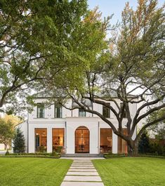 10 Favorite Homes that Make a Grand Impression