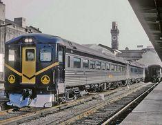 A Baltimore & Ohio (B&O) RDC at Camden Station, Baltimore, Maryland, ca. Baltimore And Ohio Railroad, Baltimore Maryland, Old Trains, Vintage Trains, Gas Lights, Rail Car, Train Pictures, Camden, Model Trains