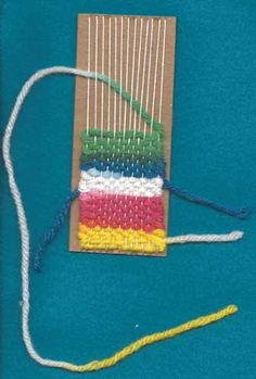 Weave bookmark leaving loose ends for later Paper Weaving, Weaving Art, Loom Weaving, Hand Weaving, Easy Yarn Crafts, Yarn Crafts For Kids, Arts And Crafts, Crafts To Make, Bookmark Craft