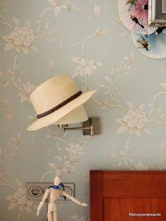 Pon un sombrero en tu casa http://retroyconencanto.blogspot.com.es/2016/05/sombreros-y-lamparas-decoracion-interiorismo.html