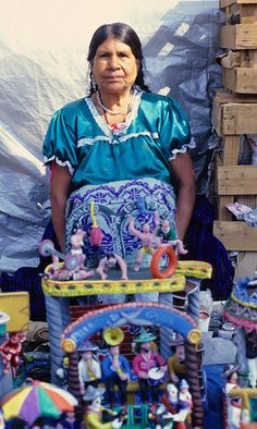 A ceramic artist from the Purepecha town of Ocumicho Michoacan with some of her pottery Mexican Crafts, Mexican Folk Art, Beautiful Mexican Women, Beautiful People, Mexico People, I Love Mexico, Mexican Ceramics, Alternative Art, Mexican Designs