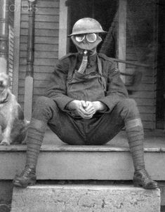 An American soldier after World War II.at home at last, among family and friends, surrounded by a familiar, comforting landscape, and forever to live with a million dark memories and a gas mask in his trunk. American Gas, American Soldiers, World War One, First World, Ww1 Photos, Ww1 Soldiers, Vietnam War, Military History, World History