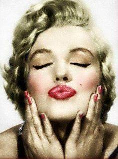 1954 Bohemian Girl par Philippe Halsman - Divine Marilyn Monroe