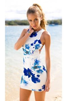 BLUE FLORAL PRINT CUTOUT SIDE BODYCON DRESS | USTrendy
