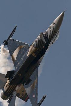 F-16 SoloTurk
