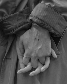 Image about love in Hands by on We Heart It Black And White Aesthetic, Black N White, Victoria Tornegren, Tattoo For Boyfriend, Freundin Tattoos, The Love Club, Couple Aesthetic, Aesthetic Art, Relationship Goals Pictures