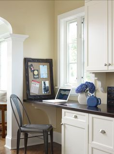 Benjamin Moore Paint Color. Benjamin Moore Abingdon Putty. #BenjaminMoore #AbingdonPutty. Boomgaarden Architects, Joyce Bruce & Sterling Wilson Interiors.