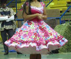 Vestido de China, huasa chilena! Cute Dresses, Beautiful Dresses, Summer Dresses, 50 Fashion, Fashion Outfits, Womens Fashion, Tie Dye Skirt, Dress Skirt, Clogs Outfit