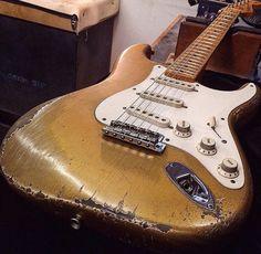fender stratocaster goldtop relic Fender Stratocaster, Gretsch, Fender Guitars, Fender Relic, Strat Guitar, Fender Vintage, Vintage Guitars, Guitar Shop, Cool Guitar