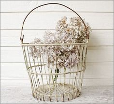 Simple... LoVeLy... ViNtaGe... PaTiNa... Soooo much more interesting than brand new!*!*!