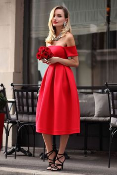 Valentine's Day is around the corner. Are you still figuring out what to wear? We've found 18 lovely Valentine's Day outfit ideas for every situation.
