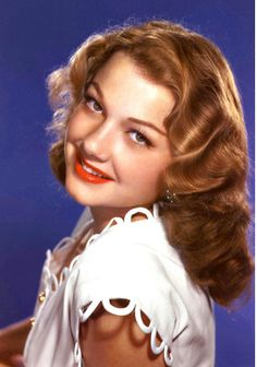 Anne Baxter (May 1923 – December was an American actress, star of Hollywood films, Broadway productions, and television series. She won an Oscar and a Golden Globe and was nominated for a Primetime Emmy. Old Hollywood Glamour, Golden Age Of Hollywood, Vintage Hollywood, Hollywood Stars, Classic Hollywood, Hollywood Icons, Anne Baxter, Classic Actresses, Hollywood Actresses