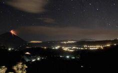 Ecuador,  Volcán Tungurahua, a 135 km de la ciudad de Quito