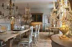 Belgian Pearls: The beauty of crystal chandeliers Belgian Style, Swedish Style, French Style, Modern Interior Design, Interior Design Inspiration, Belgian Pearls, Shabby Chic Antiques, Antique Chandelier, Scandinavian Furniture
