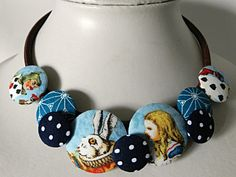 Necklace in blue fabrics, Alice in Wonderland de la boutique Mauveetcapucine sur Etsy