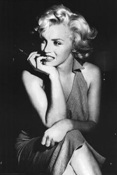 Norma Jeane Mortenson – who will become better known around the world as the glamorous actress and sex symbol Marilyn Monroe – is born on June in Los Angeles, California. Monroe was raised… Marilyn Monroe Bild, Marilyn Monroe Frases, Marilyn Monroe Poster, Marilyn Monroe Portrait, Marylin Monroe Pictures, Marilyn Quotes, Norma Jean Marilyn Monroe, Old Hollywood, Hollywood Glamour