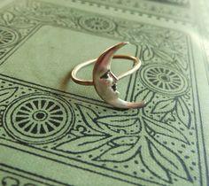 Brass Crescent Moon Ring on Antiqued Brass Band Art Nouveau Cute Jewelry, Jewelry Box, Jewelry Accessories, Jewlery, Gypsy Jewelry, Jewelry Findings, Jewelry Design, Brass Band, Accesorios Casual