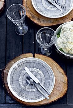 pLATES. http://myscandinavianhome.blogspot.se/2014/08/a-beautiful-pared-back-finnish-cabin.html