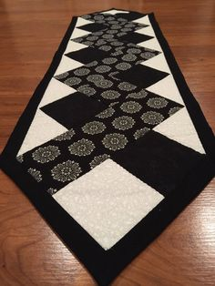 Just because they are by JDCreativeHands on EtsyZen table runner - pattern courtesy of www. Quilted Table Runners Christmas, Patchwork Table Runner, Table Runner And Placemats, Table Runner Pattern, Table Topper Patterns, Quilted Table Toppers, Christmas Quilt Patterns, Star Quilt Patterns, Quilting Projects