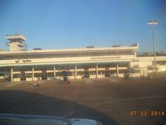 """Aeropuerto Internacional """"Francisco Secada Vignetta"""" de la ciudad de Iquitos, region Loreto, PERU. Las aerolíneas que operan rutas en el interior del Perú esperan que el número de personas que se transporte vía aérea a escala nacional supere los 9,5 millones este año, lo que implicará un crecimiento de 15% sobre lo registrado en el 2013. Iquitos, capital amazonica del Peru debe convertirse en uno de los ejes de los vuelos nacionales con proyeccion a cimentarse en los internacionales."""