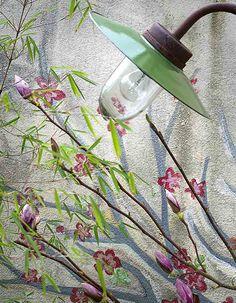 Des fleurs peintes sur un mur Transformers, Plantar, Decoration, Lights, Inspiration, The Originals, Painted Flowers, User Guide, Wall