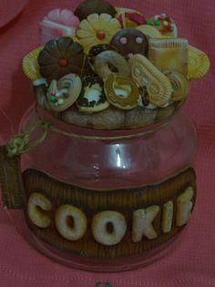 Pote de Vidro para Biscoito, decorado com biscuit, Aconselha-se nao deixar de molho ou lavar com escovinha onde esta decorado, Vidro de 1 litro ( O MODELO DO VIDRO PODE SER POUCO DIFERENTE AO DA FOTO) produto artesanal feito sob encomenda