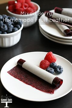Thishomemade fruit leatherwould be a perfect addition to a school lunchbox or a great treat to make with the kiddos! Thishomemade fruit leatherwould be a perfect addition to a school lunchbox or a great treat to make with the kiddos! Fruit Recipes, Snack Recipes, Raspberry Recipes, Kid Recipes, Nutella Recipes, Summer Recipes, Delicious Recipes, Recipies, Homemade Fruit Leather