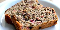 Healthy Banana Recipes Everybody loves banana bread, but how about a gluten-free version filled with protein? This dark chocolate raspberry oatmeal banana bread is definitely worth breaking away from your traditional banana bread recipe. Healthy Banana Recipes, Banana Bread Recipes, Paleo Recipes, Yummy Recipes, Healthy Snacks, Alkaline Recipes, Healthy Sweets, Free Recipes, Recipies