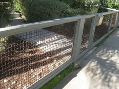 Do you need a fence that doesn't make you broke? Learn how to build a fence with this collection of 27 DIY cheap fence ideas. Small Fence, Front Yard Fence, Pool Fence, Backyard Fences, Garden Fencing, Horizontal Fence, Stock Fencing, Front Yards, Diy Dog Fence