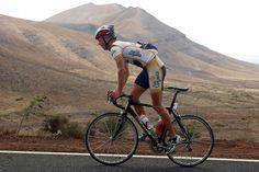 Die vulkanische Landschaft auf Lanzarote ist doch sehr karg und vermutlich trifft das nicht jedermanns Geschmack. (Foto: Club La Santa)   reise, rennrad, sport, training, motivation, abnehmen, impressionen, travel, weight loss, roadbike, bicycling, cycling, sports, straßenradsport, sexy, sport is sexy, rad, fitness, natur, nature, power, men, women, love