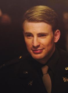 I'd like to take this moment and thank Chris Evans... For existing. Captain america all the way!!