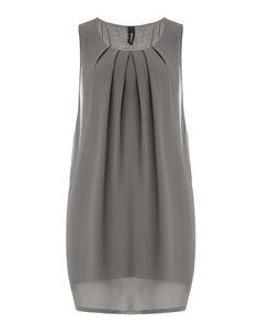 Chiffon dress with tucks by Yppig at navabi. Exclusive Dresses by Yppig for plus… Chiffon dress with tucks by Yppig at navabi. Exclusive Dresses by Yppig for plus size women Linen Dresses, Casual Dresses, Grey Chiffon Dress, Chiffon Dresses, Hijab Fashion, Fashion Dresses, Mode Glamour, Plus Size Kleidung, Dress Sewing Patterns